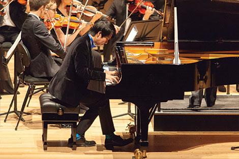 Oscar Wong performing piano concerto